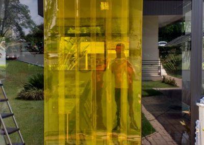 cortina de pvc double ribbed em tiras amarela
